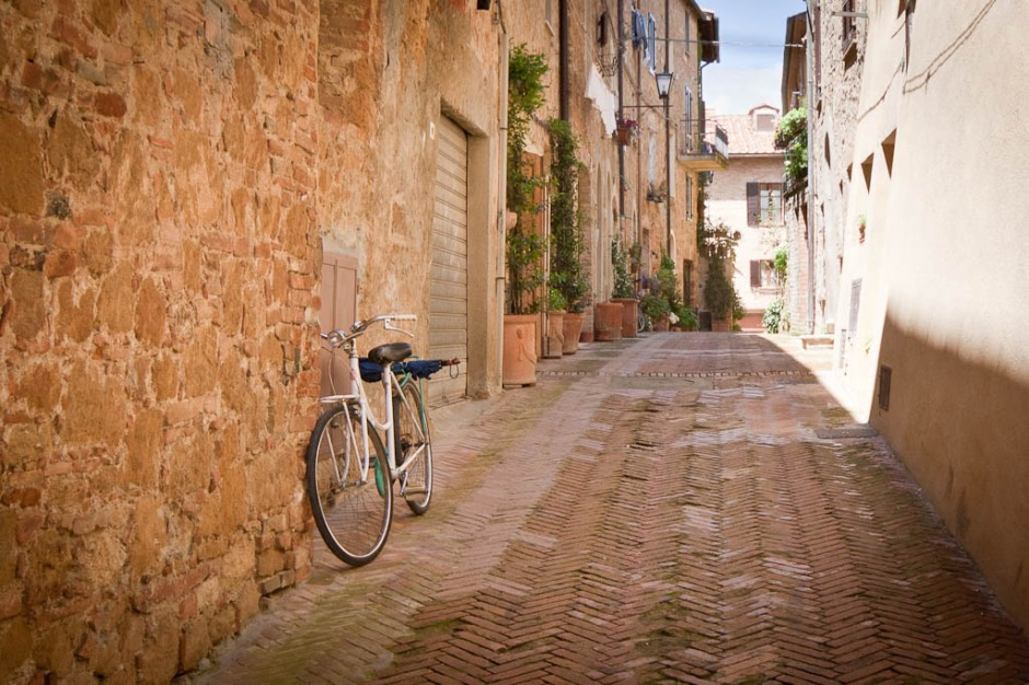 Bicycle in the Tuscan street
