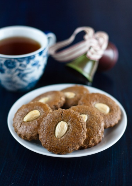 almond gingerbread cookies