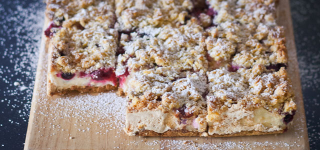 Berry meringue bars