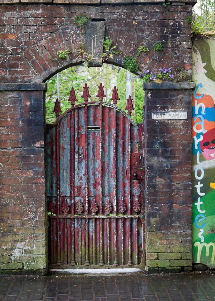 Cork, gate
