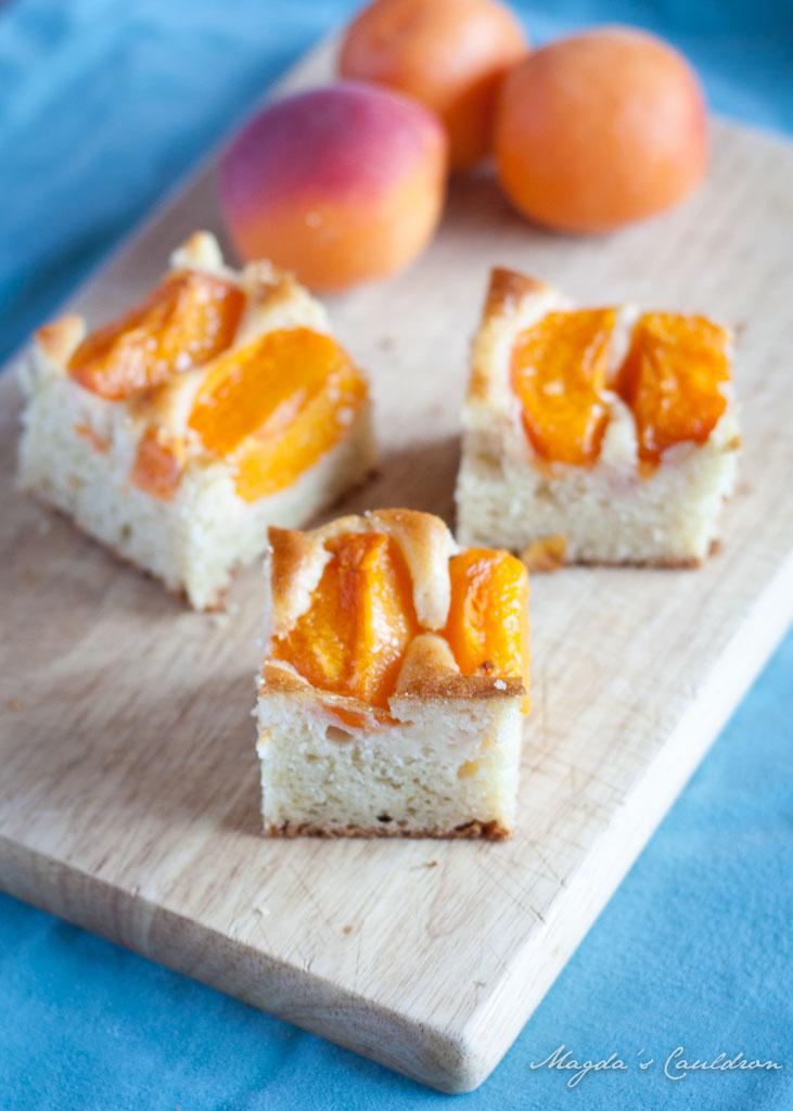 apricot yoghurt cake