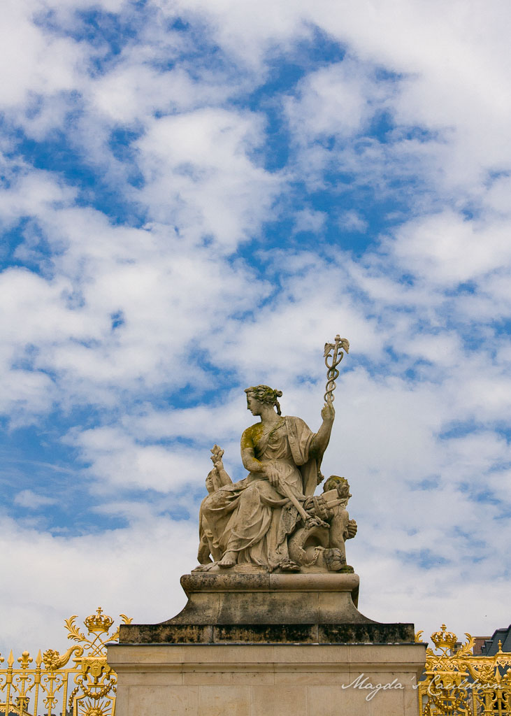 Versaille the statue in the blue sky