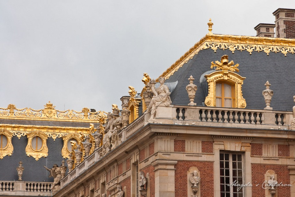 Versaille golden details