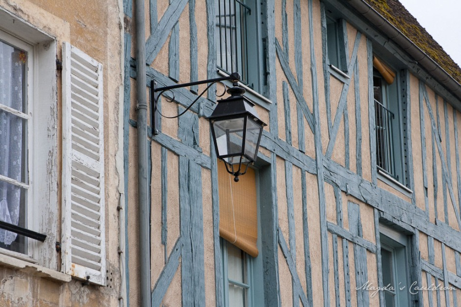 Provins - blue wood, lamp and windows